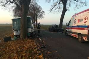 Tragedia pod Drogoszami! Zderzenie autobusu z osobówką! Nie żyje jedna osoba!