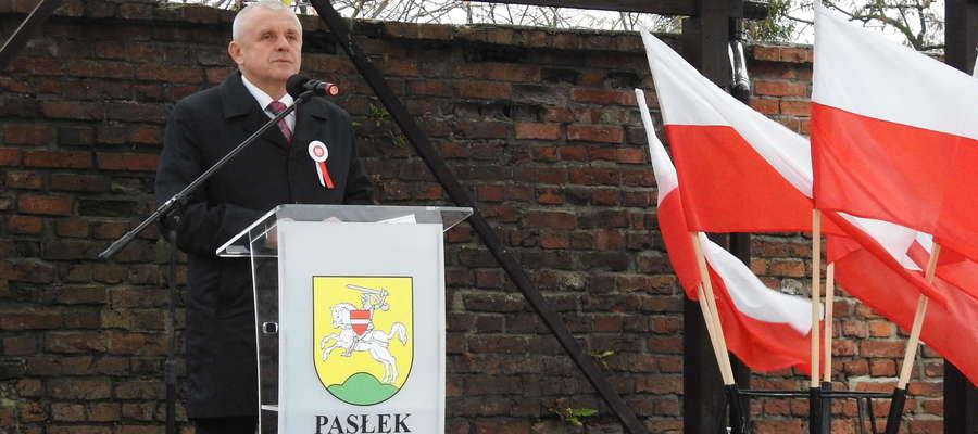 Wiesław Śniecikowski, burmistrz Pasłęka, podczas obchodów 100-lecia odzyskania przez Polskę niepodległości
