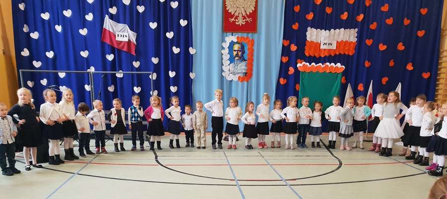 Maluchy podczas występów  w szkole w Tereszewie