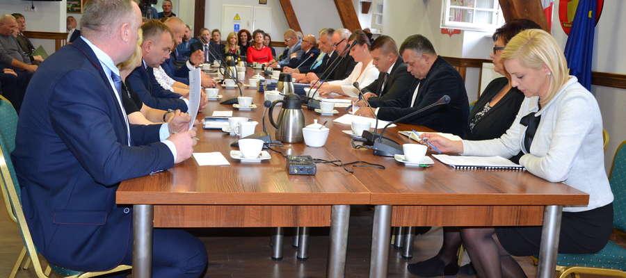 Piętnastu radnych gminy Ostróda spotkało się na inauguracyjnej sesji w kadencji 2018-2023