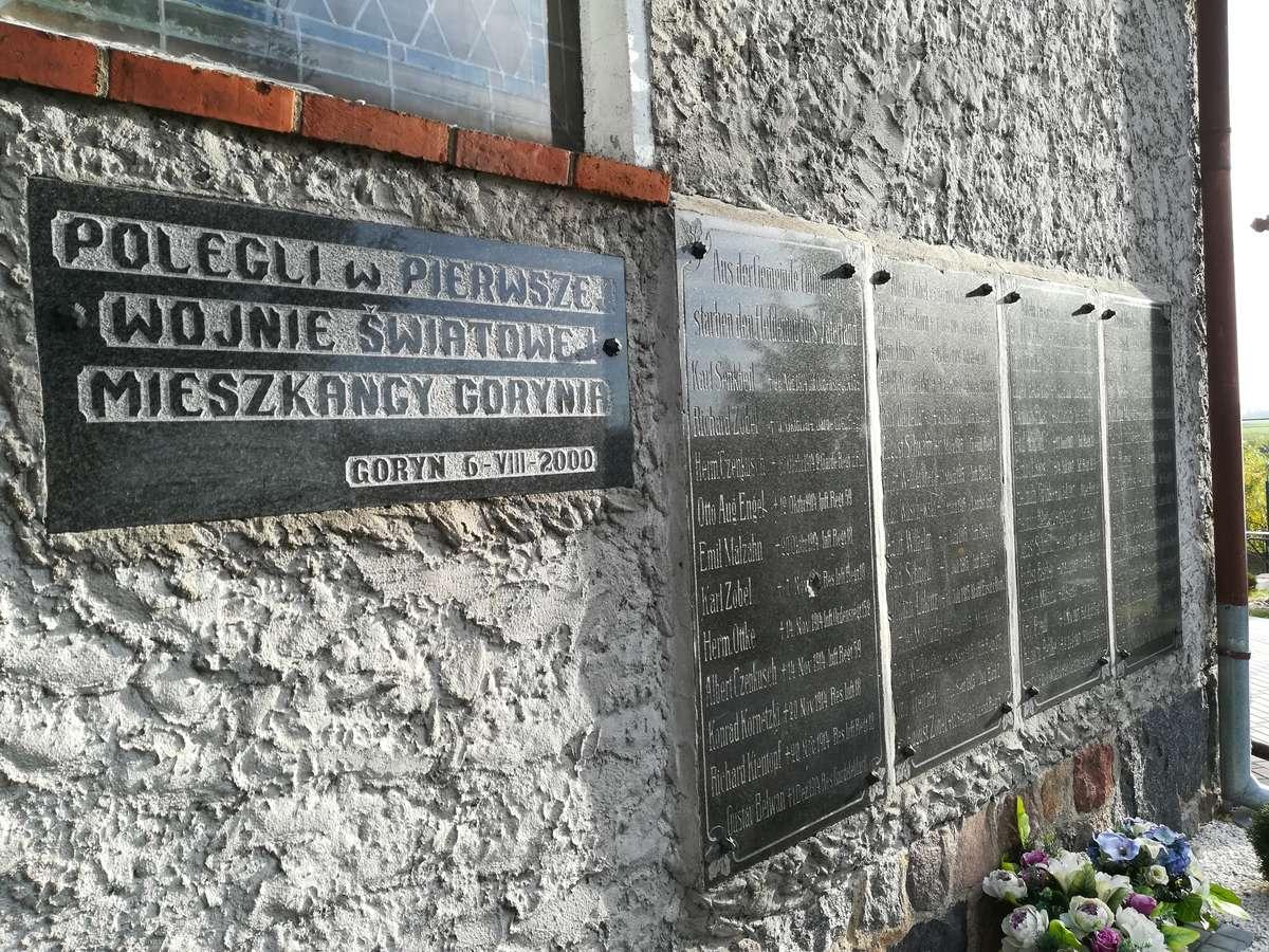 Tablice od 2000 roku można oglądać na ścianie bocznej kościoła w Goryniu - full image