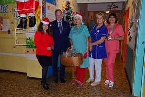 Wyjątkowi Mikołaje u małych pacjentów