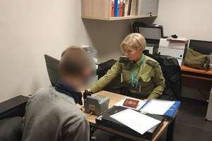 Poszukiwany listem gończym zatrzymany na lotnisku w Szymanach