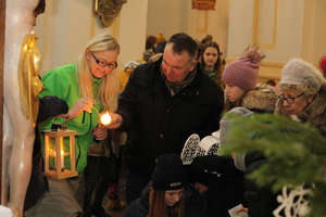 Harcerze przekazali mieszkańcom Betlejemskie Światło Pokoju