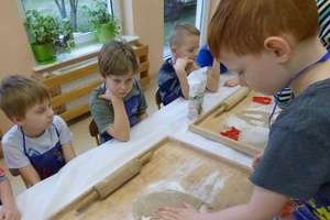 Dzieci z Przedszkola Miejskiego piekły pierniki