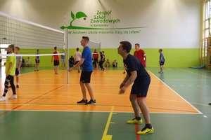 Pierwsze Mistrzostwa Zespołu Szkół Zawodowych w Kurzętniku w Piłce Siatkowej