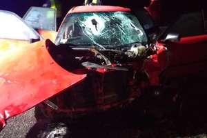 Trzy osoby ranne po zderzeniu dwóch aut na krajowej