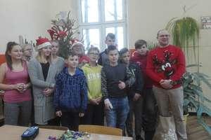 Mikołaje pamiętali o uczniach ze szkoły podstawowej w Krawczykach