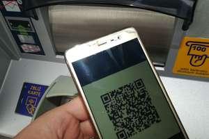 Nowy sposób oszustów! Nie skanuj QR kodów na bankomatach