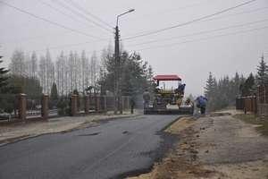 Na prostej i Północnej wylewają asfalt