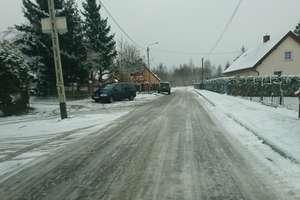 Dzieci do szkoły jechały po lodzie. Dyrektorka interweniuje