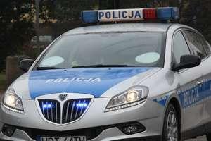 Ryn: Pijany kierowca i pasażer wjechali ścianę w domu