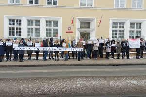 Protestują pracownicy prokuratury. Chcą 1000 złotych netto podwyżki od 2019 roku