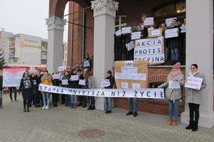 Felieton. Sądowy protest