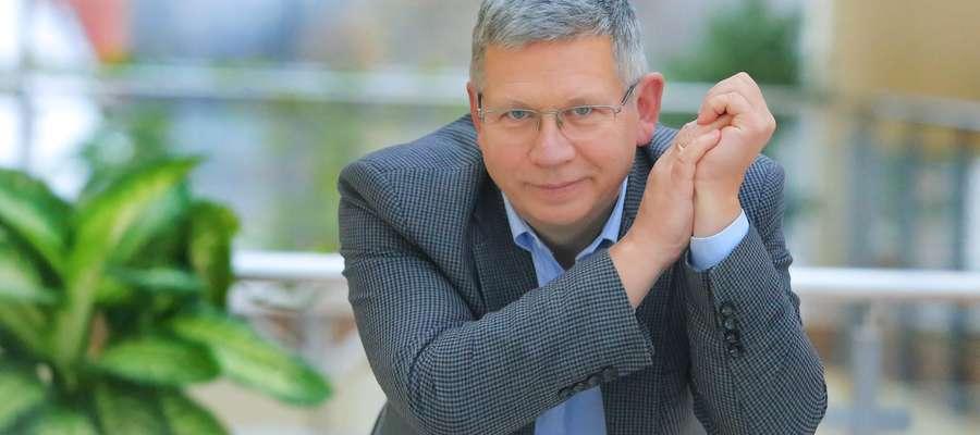 Profesor Zbigniew Chojnowski, dyrektor Instytutu Literaturoznawstwa UWM w Olsztynie