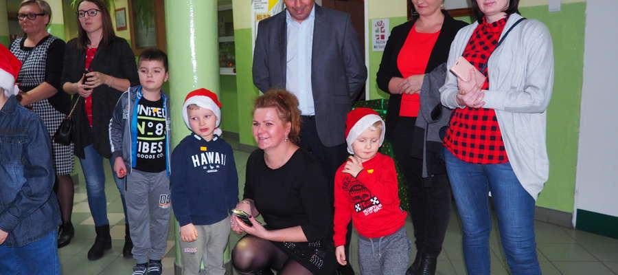 Dzieci cieszyły się z wizyty Św. Mikołaja