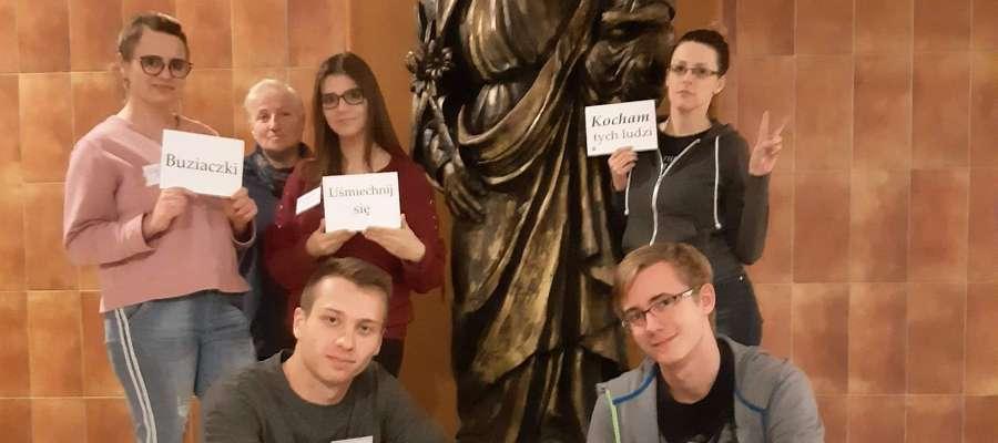 Wolontariusz z Klubu Ośmiu na konferencji w Warszawie