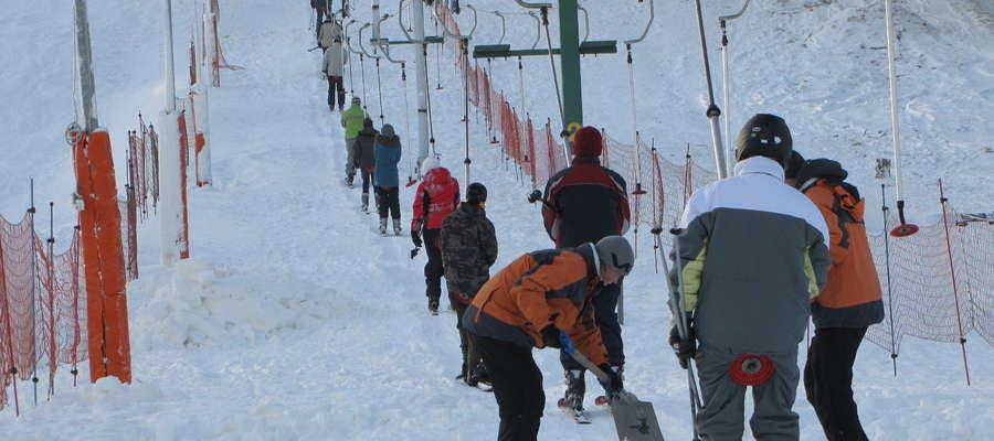 Turystyka zimowa to nie tylko domena górskich miejscowości. Niestety w tym roku Góra Czterech wiatrów wygląda zupełnie inaczej...