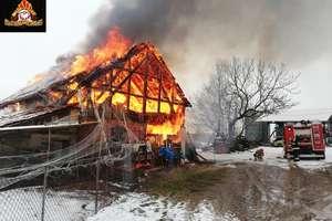 Groźny pożar budynku gospodarczego [ZDJĘCIA]