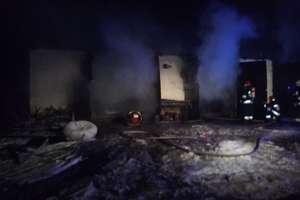 Nocny pożar garaży w Budrach
