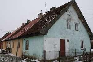 Tragiczny pożar domu. Nie żyje kobieta [AKTUALIZACJA, ZDJĘCIA]