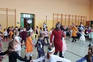 Przedszkolaki z Tereszewa zaprosiły babcie i dziadków na spotkanie