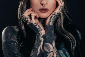 Kobiecy tatuaż oczami mężczyzn