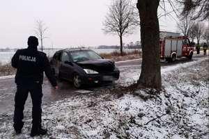 Trudne warunki na drogach regionu. W jednym z wypadków ranne zostały dwie osoby [ZDJĘCIA]