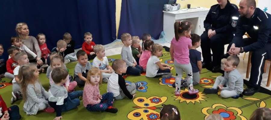 Spotkanie policjantów z dziećmi w Przedszkolu Publicznym nr 2 w Bartoszycach