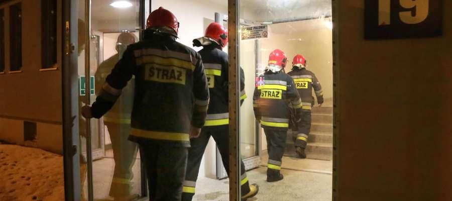 Strażacy w czasie kontroli olsztyńskiego escape roomu