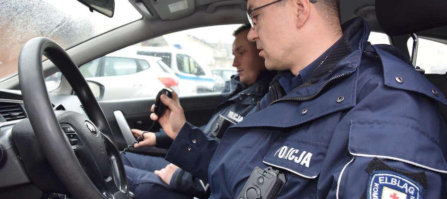 W tym roku w kamery nasobne wyposażeni zostali elbląscy policjanci