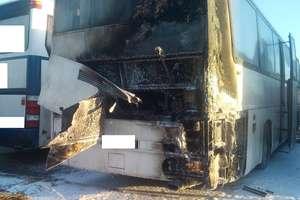 Pożar autobusu. W płomieniach stanął tył pojazdu