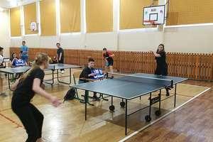 Uczniowie rywalizowali w Gminnym Turnieju Tenisa Stołowego. ZDJĘCIA