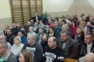 Mieszkańcy protestują przeciwko budowie dużej fermy drobiu