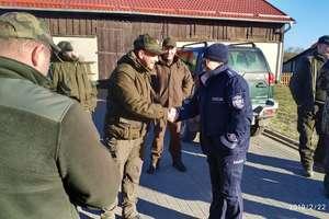 Leśnictwo Kamionki: policjanci i strażnicy leśni szukali wnyków