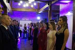 Uczniowie Zespołu Szkół Zawodowych zatańczyli poloneza