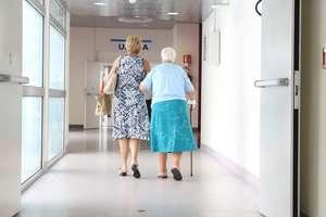 Społeczeństwo się starzeje, a opieka kuleje