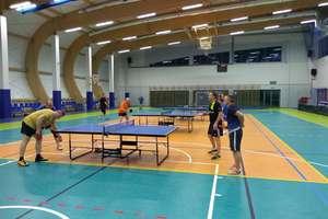 Amatorska liga tenisa stołowego powoli zbliża się do końca rozgrywek
