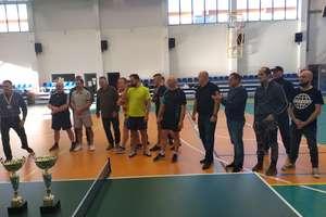 Miażdżyciele z Bartoszyc znowu najlepsi w amatorskiej lidze tenisa stołowego