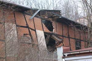 Budynek zawalił się sam, czy ktoś mu pomógł? [ZDJĘCIA]