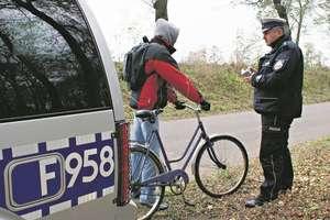 Nietrzeźwy rowerzysta okazał się poszukiwany