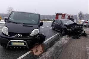 Pięć osób trafiło do szpitala po zderzeniu dwóch aut na DK 53 [ZDJĘCIA]