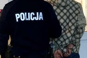 Dywiccy policjanci złapali dwóch mężczyzn, poszukiwanych przez wymiar sprawiedliwości
