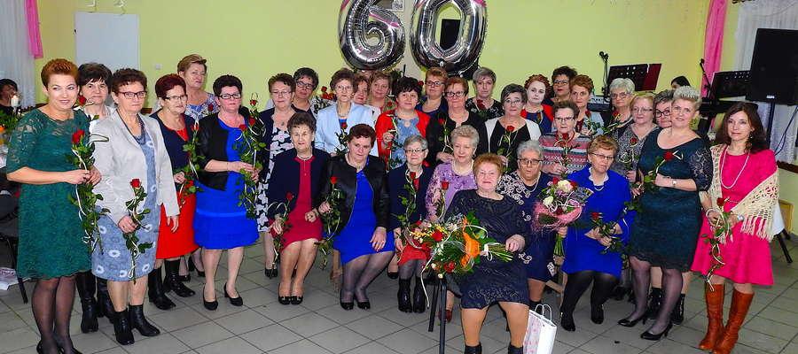 Jubileuszowe zdjęcie członkiń KGW w Brzoziu Lubawskim