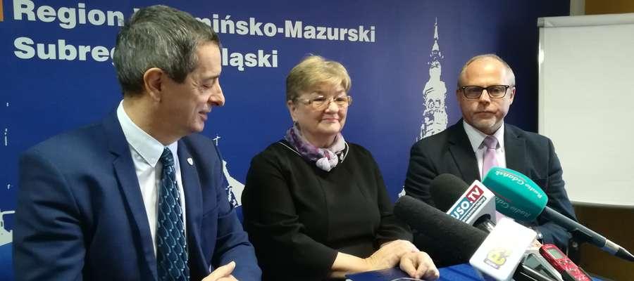 Od lewej: senator Jerzy Wcisła, posłanka Elżbieta Gelert i poseł Jacek Protas