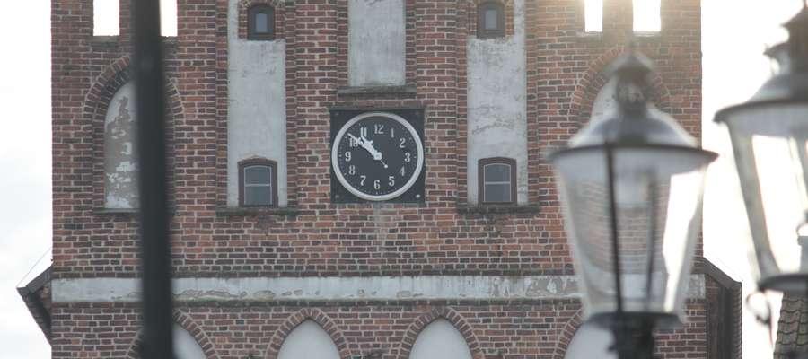 Zegar na Bramie Lidzbarskiej w Bartoszycach