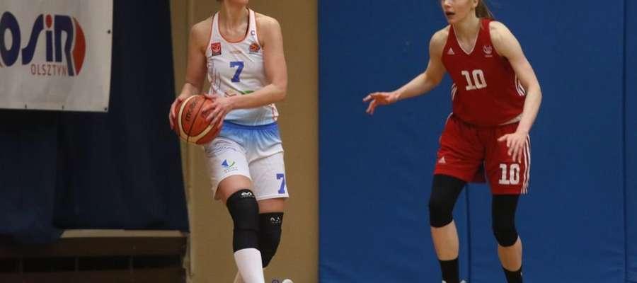 Z piłką Joanna Markiewicz (KKS)