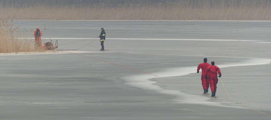 Zdjęcie jest ilustracją do artykułu — akcja iławskich strażaków przeprowadzona 18 lutego 2014 na Jezioraku (przesmyk przy Wielkiej Żuławie)