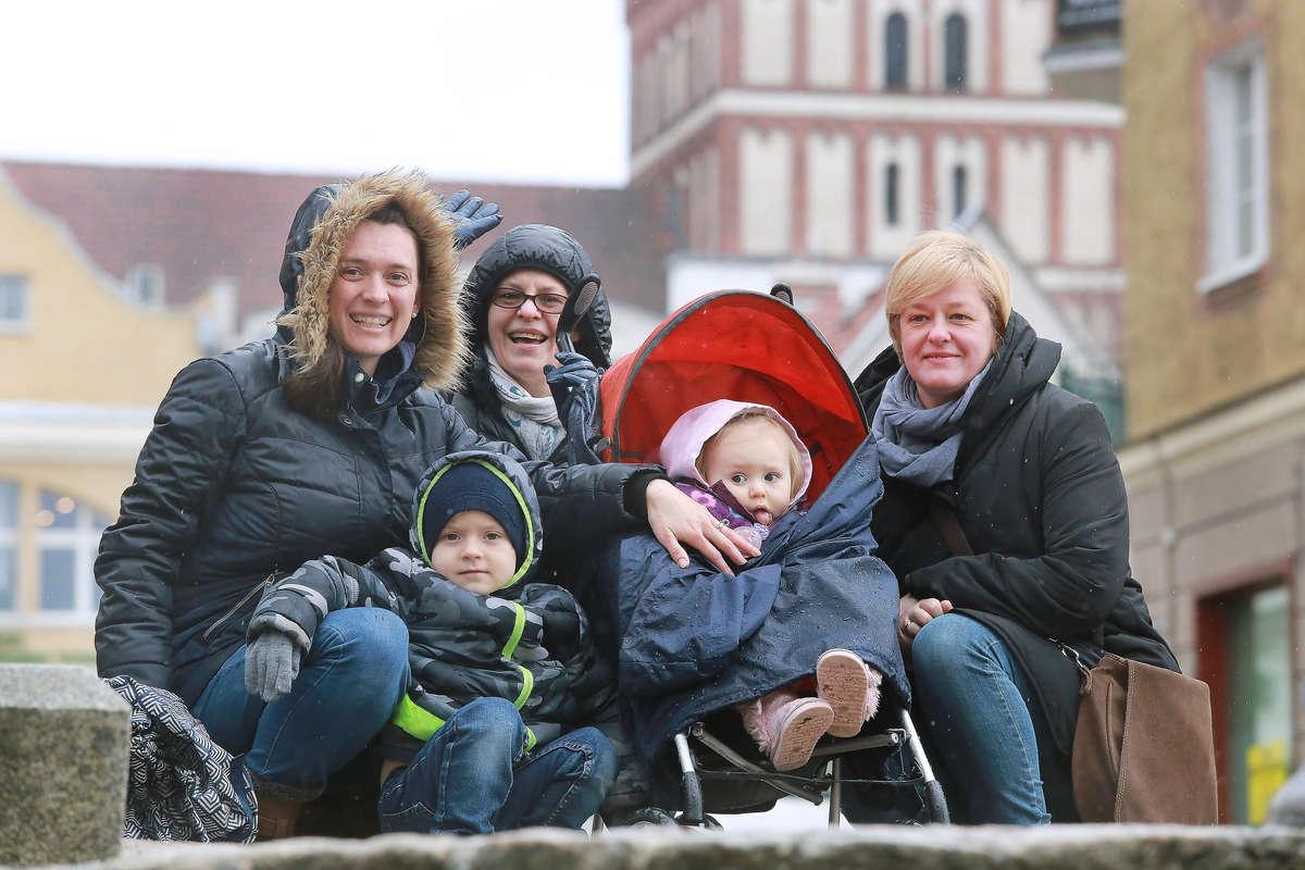 Od lewej: Karrie Shirley, Małgorzata Poniewierska, Janina Olszewska i dzieci: Joshua i Hannah