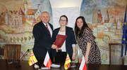 Podpisanie umów z organizacjami pozarządowymi